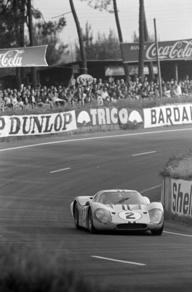 Mark Donohue / Bruce McLaren, Shelby-American, Ford GT40 Mk4.