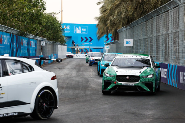 Bandar Alesayi (SAU), Saudi Racing leads Alice Powell (GBR), Jaguar VIP car
