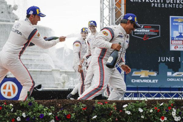 #6 Acura Team Penske Acura DPi, DPi: Juan Pablo Montoya, Dane Cameron, #7 Acura Team Penske Acura DPi, DPi: Helio Castroneves, Ricky Taylor, podium, champagne