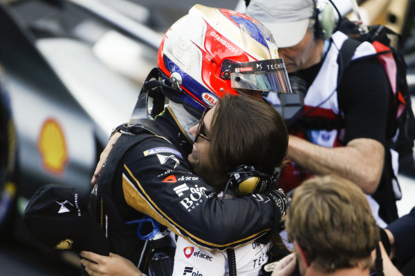 Jean-Eric Vergne (FRA), DS TECHEETAH, hugs his press officer
