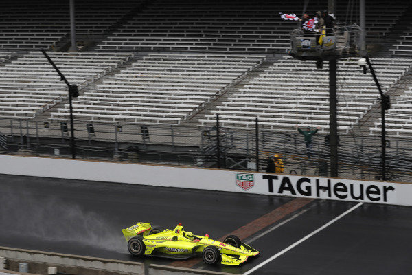 Simon Pagenaud, Team Penske Chevrolet takes the checkered flag