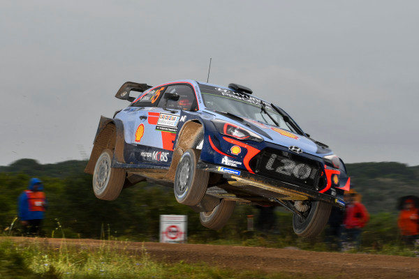 Running first, Thierry Neuville must clear the loose stones on the gravel surface of Rally d'Italia Sardinia