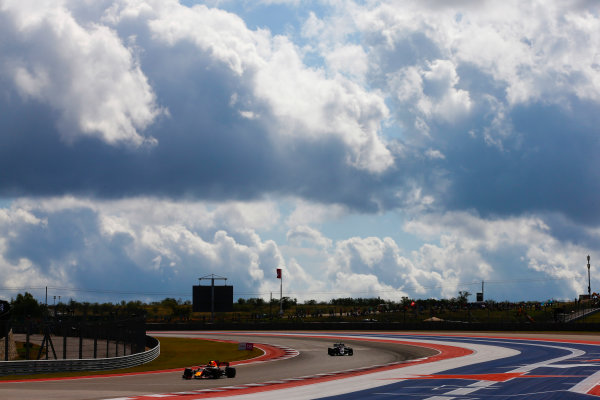 Circuit of the Americas, Austin, Texas, United States of America. Saturday 21 October 2017. Max Verstappen, Red Bull Racing RB13 TAG Heuer, leads Kevin Magnussen, Haas VF-17 Ferrari. World Copyright: Andy Hone/LAT Images  ref: Digital Image _ONZ6889