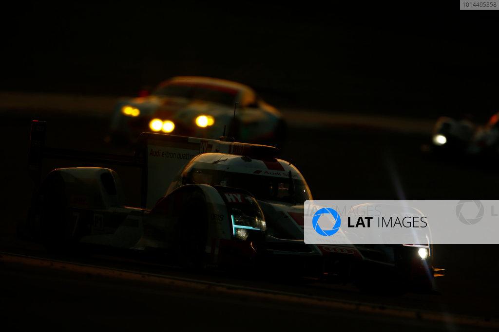 2015 FIA World Endurance Championship Bahrain 6-Hours Bahrain International Circuit, Bahrain Saturday 21 November 2015. Marcel F?ssler, Andr? Lotterer, Beno?t Tr?luyer (#7 LMP1 Audi Sport Team Joest Audi R18 e-tron quattro). World Copyright: Alastair Staley/LAT Photographic ref: Digital Image _79P1264
