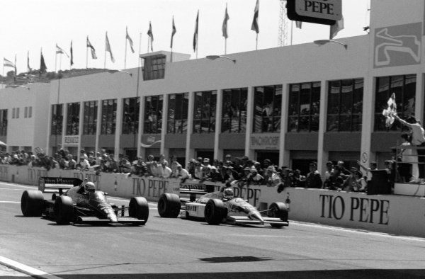 1986 Spanish Grand Prix.Jerez, Spain. 13 April 1986.Ayrton Senna, Lotus 98T-Renault, 1st position, (left) and Nigel Mansell, Williams FW11-Honda, 2nd position, at the finish, action.World Copyright: LAT Photographic
