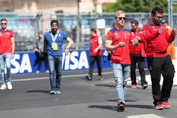 Felix Rosenqvist (SWE), Mahindra Racing, Mahindra M4Electro, walking the track.