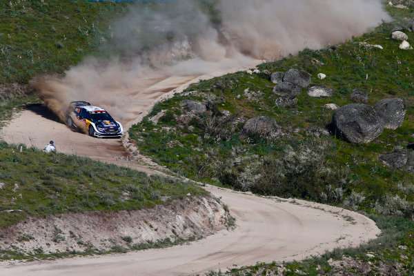 Downhill at full speed in the dust, Elfyn Evans puts on an impressive display at Rally Portugal