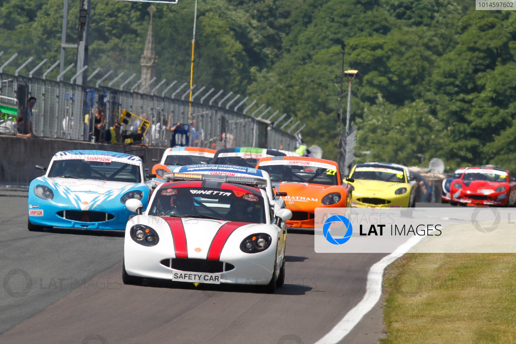 Ginetta Junior Championship, Oulton Park, 4-5 June 2016. Safety Car Finish World copyright. Ebrey/LAT Photographic