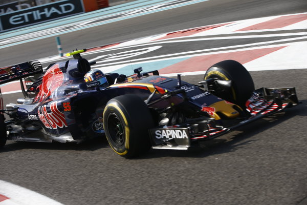 Yas Marina Circuit, Abu Dhabi, United Arab Emirates. Saturday 26 November 2016. Carlos Sainz Jr, Toro Rosso STR11 Ferrari. World Copyright: Andrew Hone/LAT Photographic ref: Digital Image _ONY6223