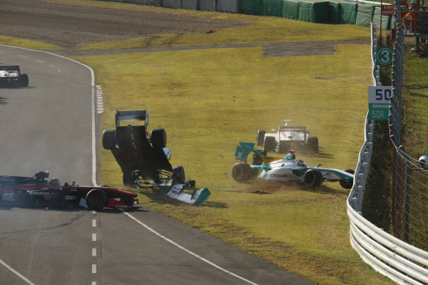2014 Super Formula Series Sugo, Japan. 27th - 28th September 2014. Rd 6. The first lap accident, action World Copyright: Yasushi Ishihara / LAT Photographic. Ref:  2014SF_Rd6_023.JPG