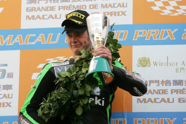 19th - 22nd November 2009. Circuit de Guia, Macau. Ian Hutchinson, (PBM Kawasaki WSBK Team).  on the podium.Portrait. World Copyright: Drew Gibson/LAT Photographic.ref: Digital Image _Y2Z2238