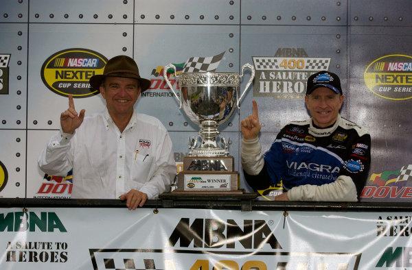 04-06 June, 2004, Dover International Speedway, USA,Jack Roush and Mark MartinCopyright-Robt LeSieur 2004 USALAT Photographic