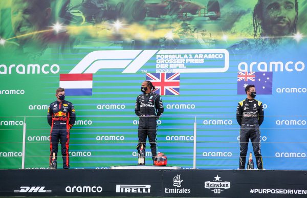 Max Verstappen, Red Bull Racing, 2nd position, Lewis Hamilton, Mercedes-AMG Petronas F1, 1st position, and Daniel Ricciardo, Renault F1, 3rd position, on the podium
