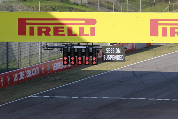 The red lights show as the session is suspended