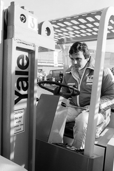 Alan Jones (AUS) Williams, takes part in the Eaton Yale Fork Lift Truck Grand Prix.