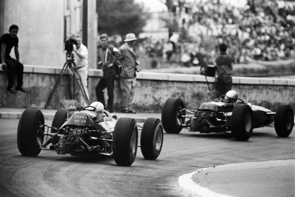 John Surtees, Ferrari 158, pursues Lorenzo Bandini, Ferrari 1512, at Mirabeau.
