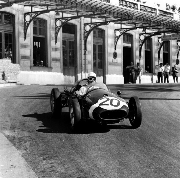 1958 Monaco Grand Prix.Monte Carlo, Monaco. 15-18 May 1958.Maurice Trintignant (Rob Walker Cooper T45 Climax) 1st position. Ref-1979.World Copyright - LAT Photographic