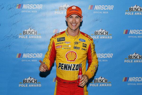 #22: Joey Logano, Team Penske, Ford Fusion Shell Pennzoil pole award