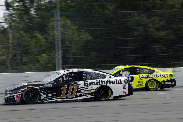 #10: Aric Almirola, Stewart-Haas Racing, Ford Mustang Smithfield Vote For Bacon and #12: Ryan Blaney, Team Penske, Ford Mustang Menards/Duracell