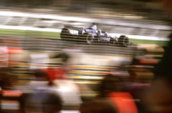 Australian Grand Prix.Albert Park, Melbourne, Australia. 2-4 March 2001.Juan-Pablo Montoya (Williams FW23 BMW).World Copyright - Steven Tee/LAT Photographic ref: 35mm Image Aus A24