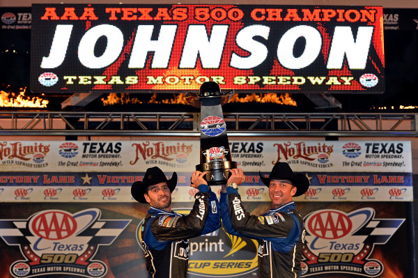 November 01-03, 2013, Fort Worth, Texas USA Jimmie Johnson and Chad Knaus hoist their winners trophy. © 2013, Brian Czobat LAT Photo USA
