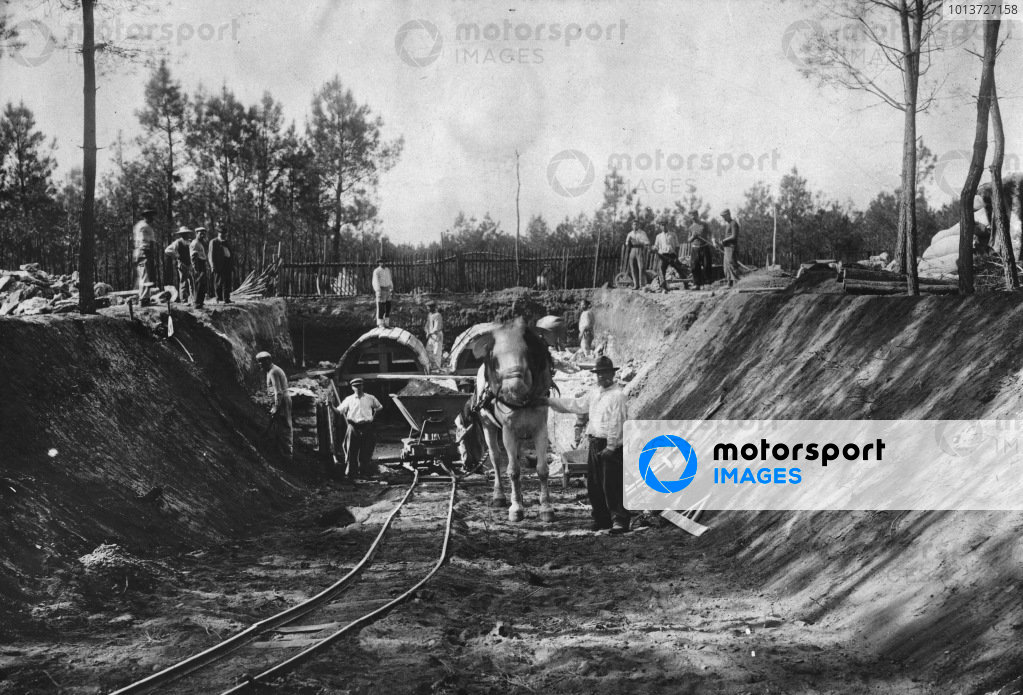 1906 French Grand Prix.Le Mans, France. 26-27 June 1906.The building of the Sarthe circuit to hold the first GP race.Published: Autocar 9/6/1906 p744.World Copyright: LAT Photographic
