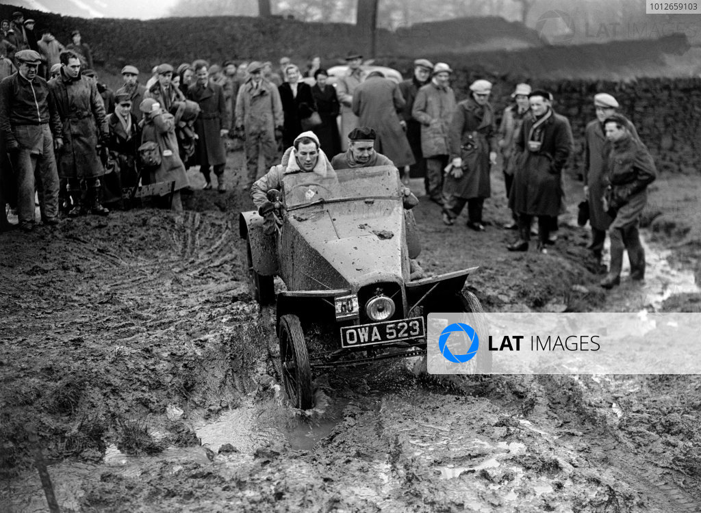 Kitching, Derbyshire, England. 17th February 1952. Stirling Moss / John Cooper (Harford 3 Special), 7th position, action. World Copyright: LAT Photographic. Ref: Autocar Glass Plate C31115.