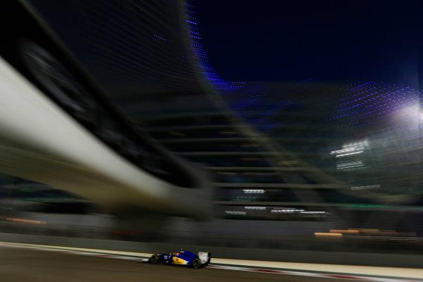 Yas Marina Circuit, Abu Dhabi, United Arab Emirates. Sunday 29 November 2015. Felipe Nasr, Sauber C34 Ferrari. World Copyright: Charles Coates/LAT Photographic ref: Digital Image _99O2538