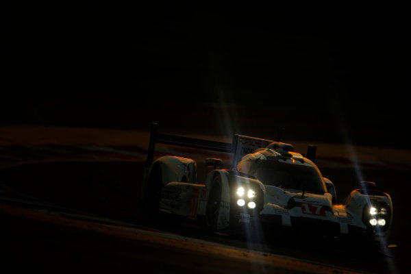 2015 FIA World Endurance Championship Bahrain 6-Hours Bahrain International Circuit, Bahrain Saturday 21 November 2015. Timo Bernhard, Mark Webber, Brendon Hartley (#17 LMP1 Porsche AG Porsche 919 Hybrid). World Copyright: Alastair Staley/LAT Photographic ref: Digital Image _79P1286