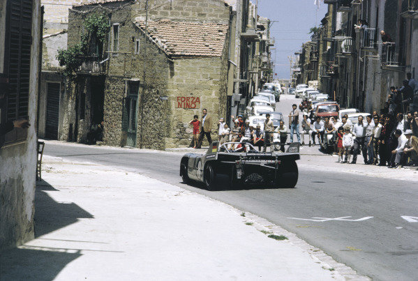 1971 Targa Florio. Little Madonie Circuit, Sicily, Italy. 16th May 1971. Rd 7. Vic Elford / Gerard Larrousse (Porsche 908/3), retired, action. World Copyright: LAT Photographic