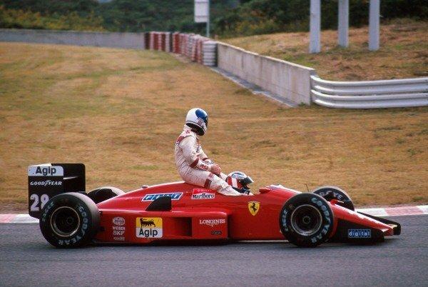 Gerhard Berger (AUT) Ferrari F1/87/88C 4th place, giving Derek Warwick (GBR) Arrows DNF a lift back to the pits Japanese GP, Suzuka, 30th October 1988