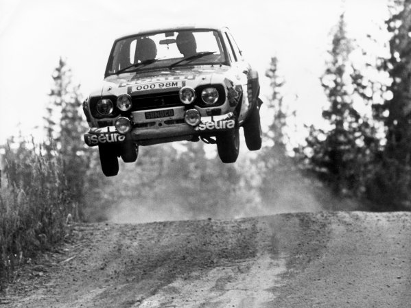1000 Lakes Rally, Finland. 29th - 31st August 1975.Jussi Kynsilehto/Martin Holmes (Ford Escort RS1600), retired, airbourne, action.World Copyright: LAT Photographic.Ref:  B/W Print.