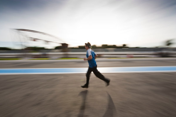 Paul Ricard, France. Thursday 12th November 2009. DPR mechanic at speed. Atmosphere.   World Copyright: Drew Gibson/LAT Photographic.ref: Digital Image VY9E0312