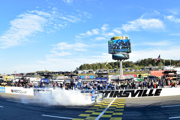 28-30 October, 2016, Martinsville, Virginia USA Jimmie Johnson does a burnout after winning. ©2016, John Harrelson / LAT Photo USA