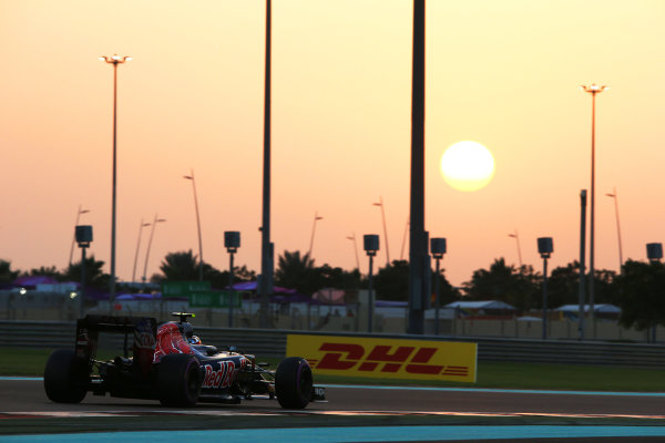 Yas Marina Circuit, Abu Dhabi, United Arab Emirates. Saturday 26 November 2016. Carlos Sainz Jr, Toro Rosso STR11 Ferrari. World Copyright: Charles Coates/LAT Photographic ref: Digital Image AN7T8576
