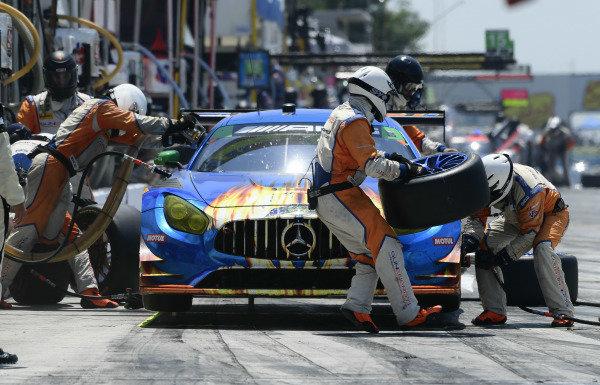 #75 SunEnergy1 Racing Mercedes AMG GT3, GTD: Kenny Habul, Thomas Jäger, Mikael Grenier pit stop.