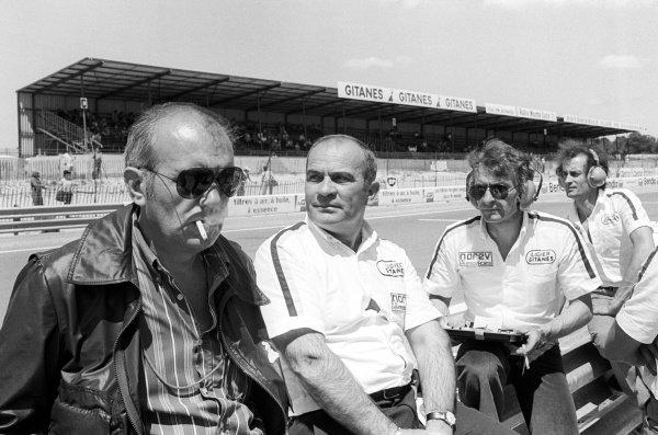The Ligier team stand by the pit wall including Guy Ligier (FRA) (Centre) and Gerard Ducarouge (FRA) Ligier Team Manager and Designer (Right).French Grand Prix, Rd 9, Dijon-Prenois, France, 3 July 1977.