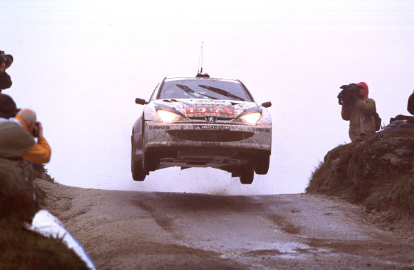 2001 World Rally Championship. Rally Portugal, Portugal. 8th-11th March 2001. Panizzi brothers in Peugeot 206 jumping. World Copyright: McKlein / LAT Photographic. Ref: Portugal A07
