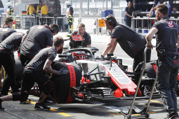 Kevin Magnussen, Haas F1 Team, makes a pit stop.