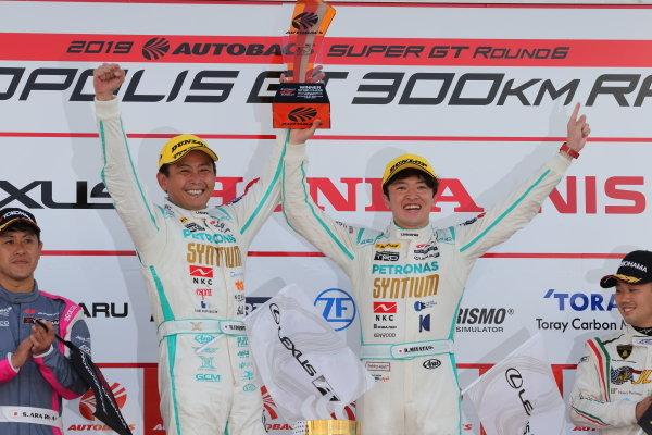 GT300 winner Hiroki Yoshimoto & Ritomo Miyata ( #60 SYNTIUM LMcorsa RC F GT3 )