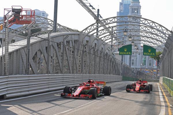 Sebastian Vettel, Ferrari SF71H a Kimi Raikkonen, Ferrari SF71H