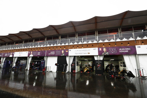The Virgin and Techeetah teams in the wet pit lane