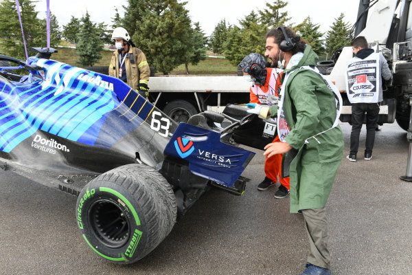 George Russell, Williams FW43B spins off during practice rain weather