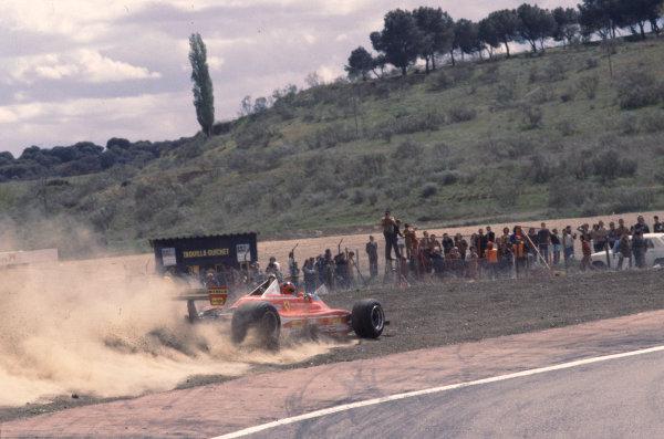 1979 Spanish Grand Prix.Jarama, Spain.27-29 April 1979.Gilles Villeneuve (Ferrari 312T4) kicks up the dust after running wide.Ref-79 ESP 18.World Copyright - LAT Photographic