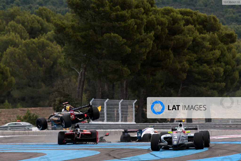 PAUL RICARD (FRA) SEP 16-18 2011 - Round 6 of the Formula Renault 3 5 race 2011 at Paul Ricard. Jan Charouz (CZE), #27 Gravity-Charouz Racing, crashes his car during the start of Race 2. Action. © 2011 Diederik van der Laan / LAT Photographic