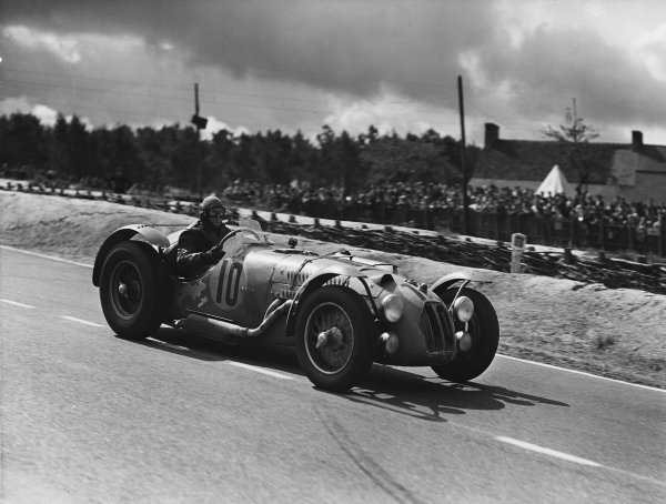 Le Mans, France. 23rd - 24th June 1951. Pierre Levegh/Rene Marchand (Talbot Lago), 4th position, action.  World Copyright: LAT Photographic. Ref: Autocar Glass Plate C29673.