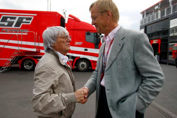 Nurburgring, Germany10th July 2009Bernie Ecclestone shakes hands with FIA Presidency candidate Ari Vatanen. Portrait.World Copyright: Glenn Dunbar/LAT Photographicref: Digital Image _26Y7706
