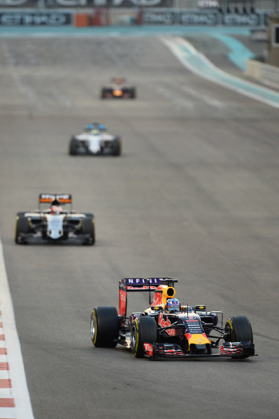 Daniel Ricciardo (AUS) Red Bull Racing RB11 at Formula One World Championship, Rd19, Abu Dhabi Grand Prix, Race, Yas Marina Circuit, Abu Dhabi, UAE, Sunday 29 November 2015.