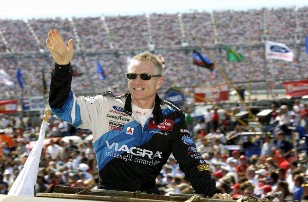 2002 NASCAR,Dover Downs,Sept 20-22, 20022002 NASCAR, Dover,Del . USA -Mark Martin wave to the Dover full house,Copyright-Robt LeSieur2002LAT Photographic