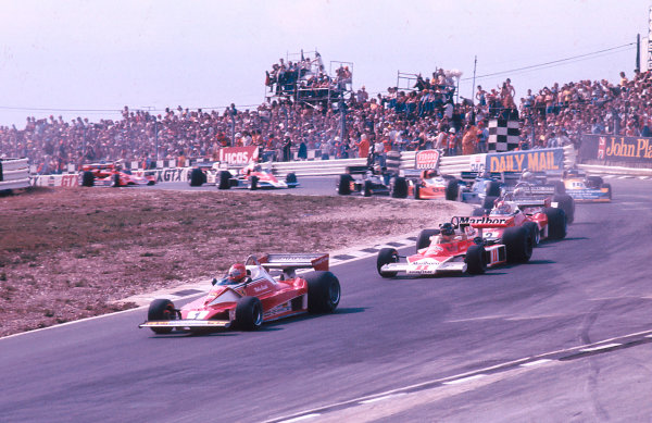 1976 British Grand Prix.Brands Hatch, England.16-18 July 1976.Niki Lauda (Ferrari 312T2) leads James Hunt (McLaren M23 Ford), Clay Regazzoni (Ferrari 312T2) and Chris Amon (Ensign N176 Ford) through Paddock Hill Bend on the restart. Ref: 76GB13. World Copyright - LAT Photographic
